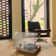 Les Bouquinistes, bibliothèque de quartier associative avec des livres et des vinyles